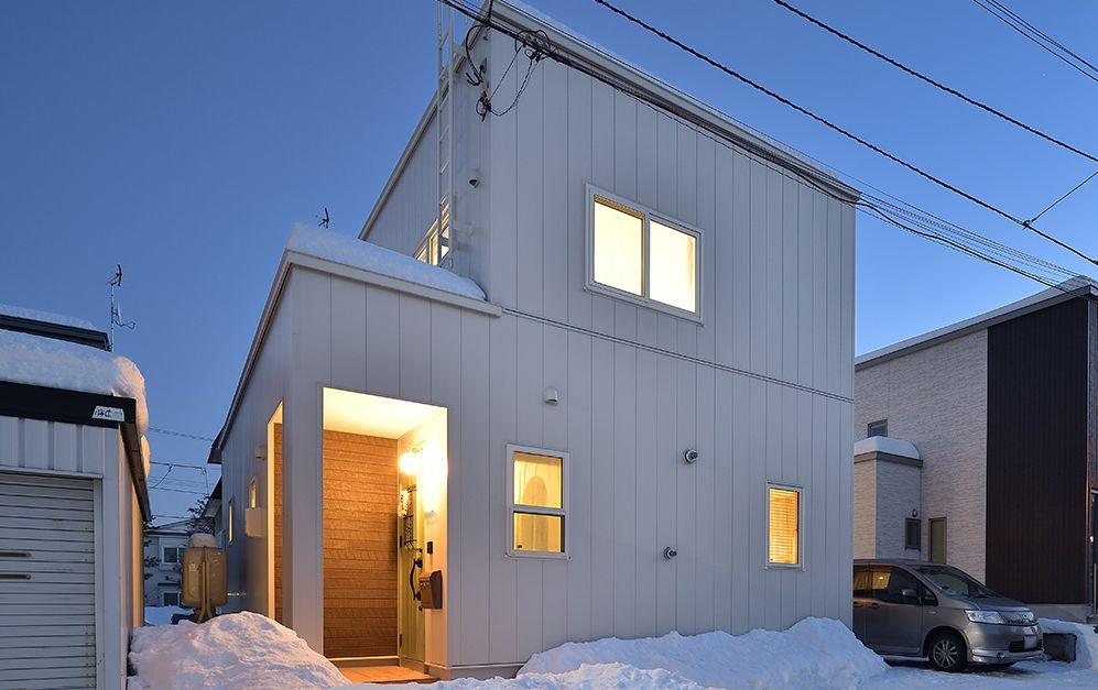 白い外観の家外観画像
