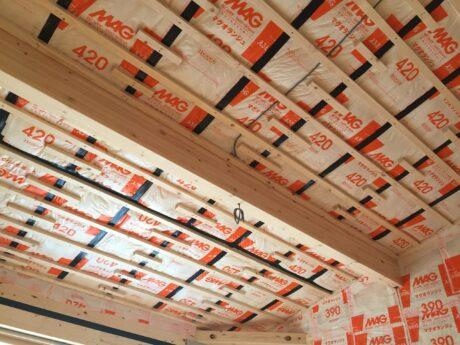 天井の断熱材施工