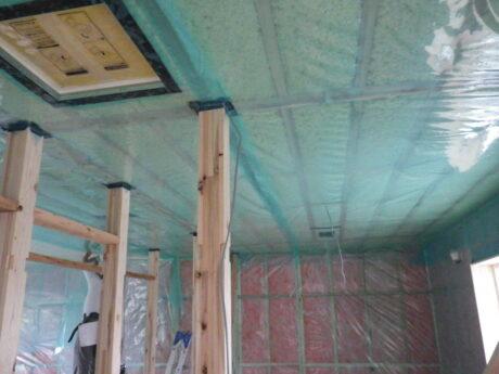 天井の丁寧な気密施工